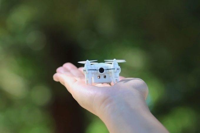 Dron je vybaven fotoaparátem