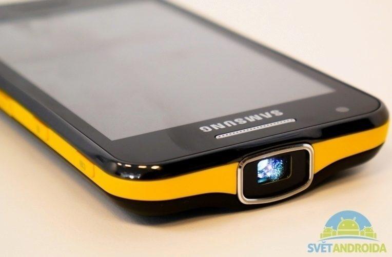 smartphone s projektorem