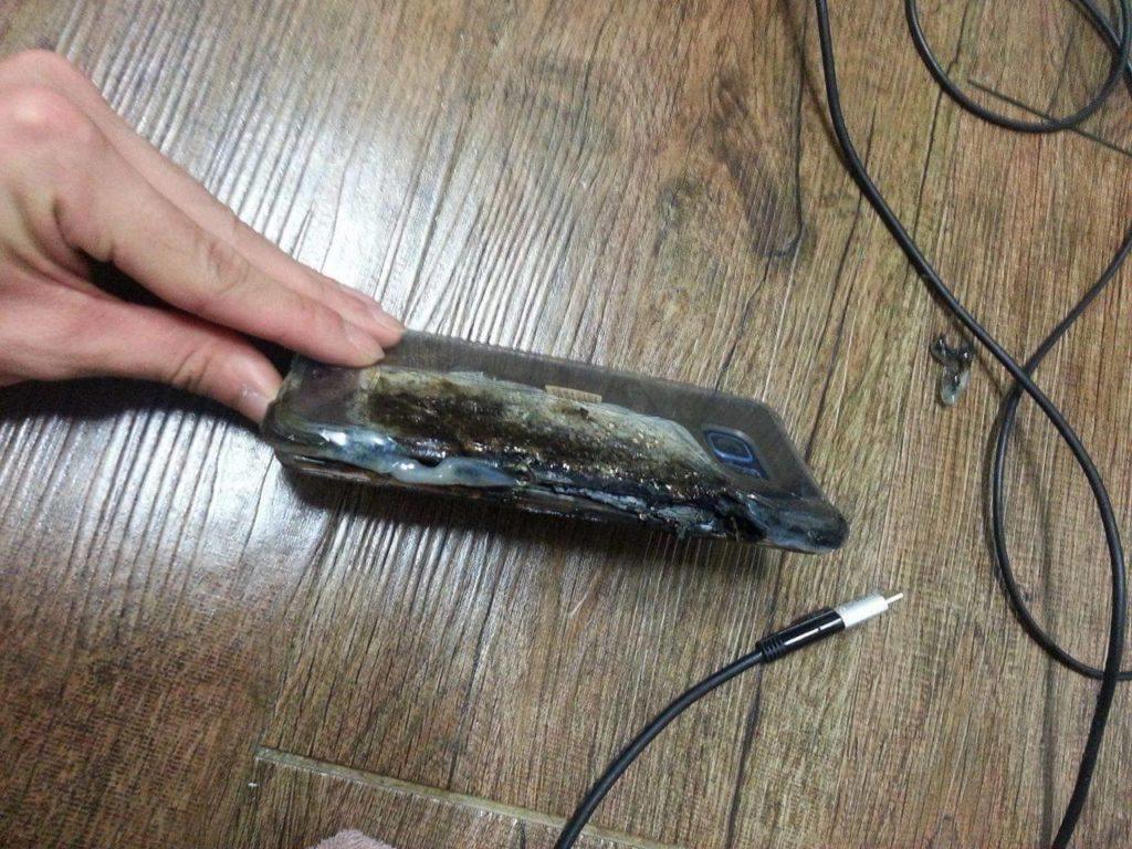 Galaxy Note 7 zničený explozí