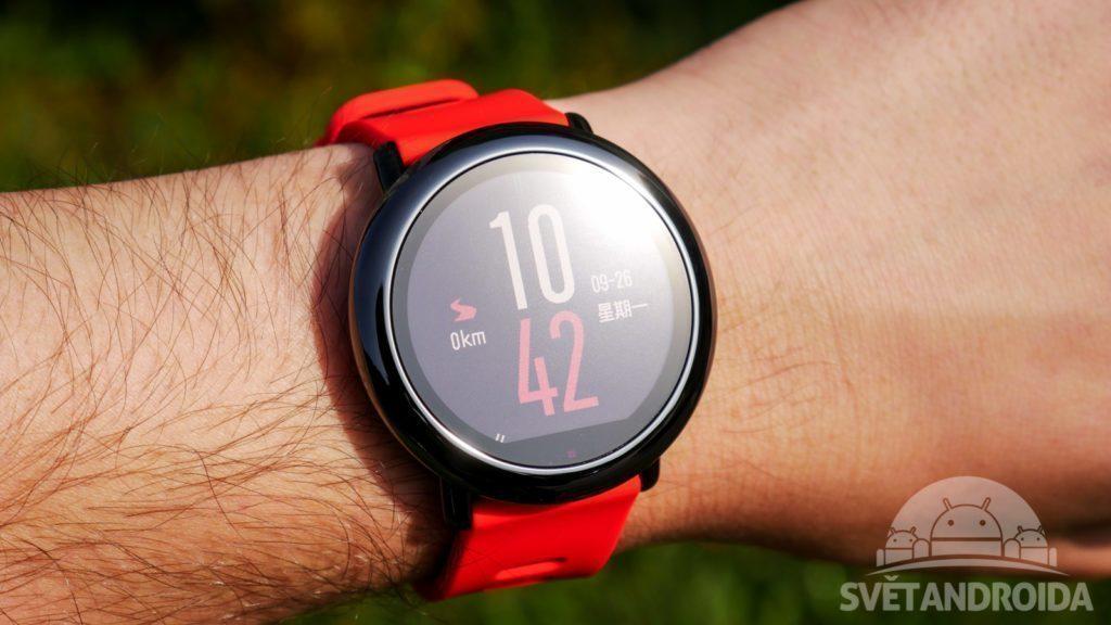 chytre-hodinky-xiaomi-huami-amazfit-konstrukce-na-ruce