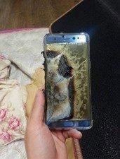 Další telefon podlehl nabíjení