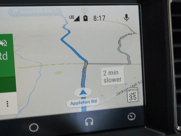 Navigace v Mapách Google ukazuje rychlostní limit