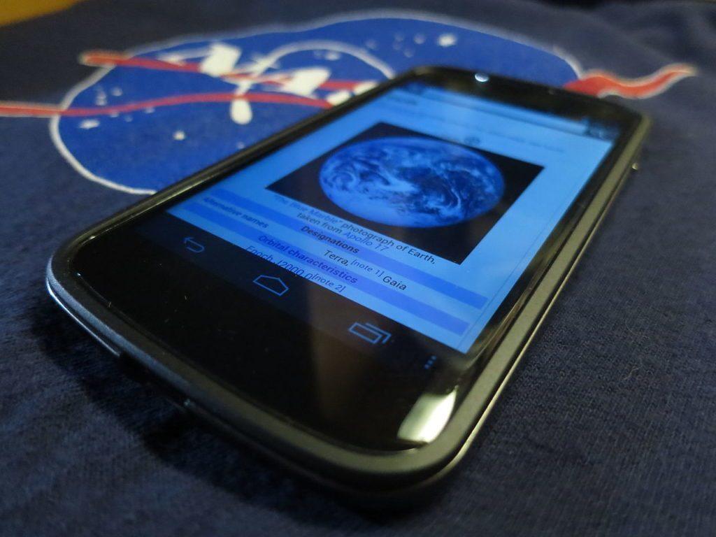 Nexus 4 (autor: Marcus Qwertyus)