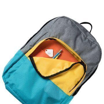 Přívěšek v batohu