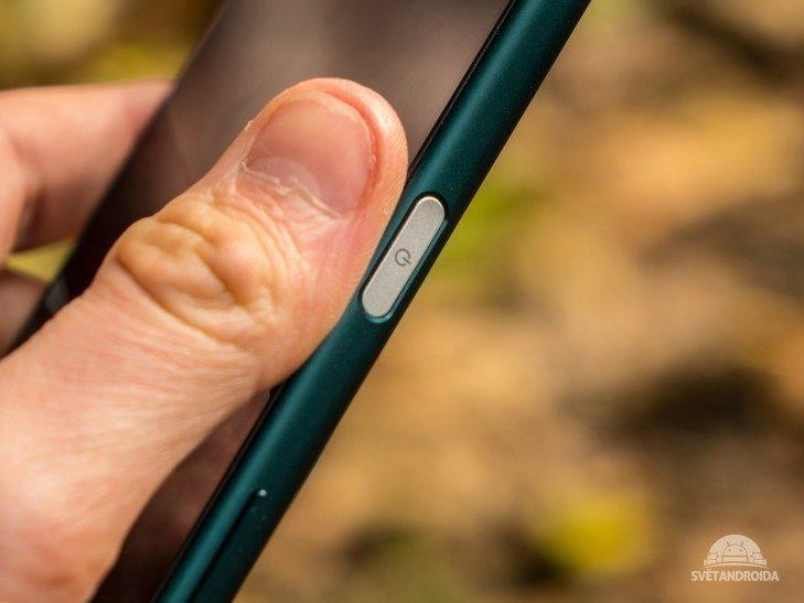Sony Xperia Z5 -  konstrukce, zapínací tlačítko