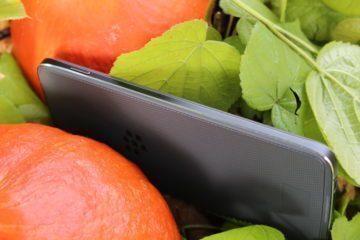 Levá hrana telefonu BlackBerry DTEK50