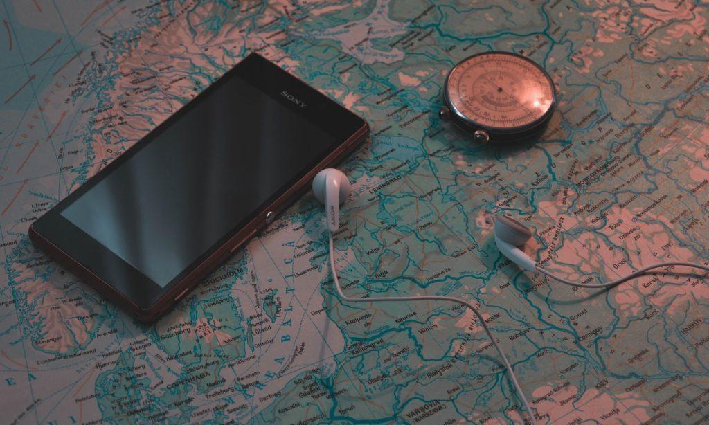 Na přesnost určování polohy telefonu má vliv několik faktorů