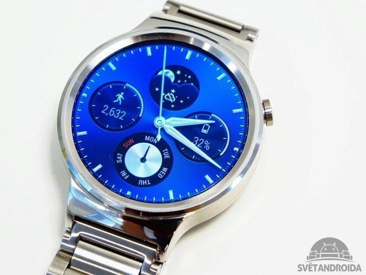 Huawei Watch - displej zblízka