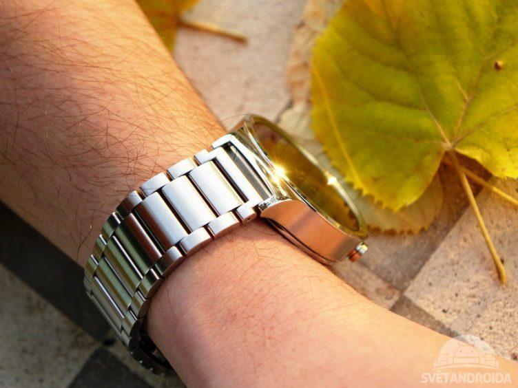 Huawei Watch - konstrukce, na ruce (1)