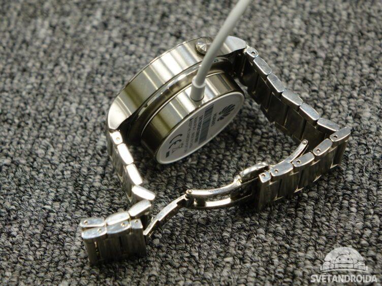 Huawei Watch - nabíjecí kolébka