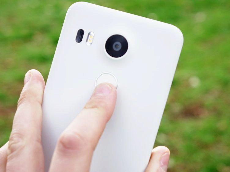 Nexus 5X - čtečka otisků prstů