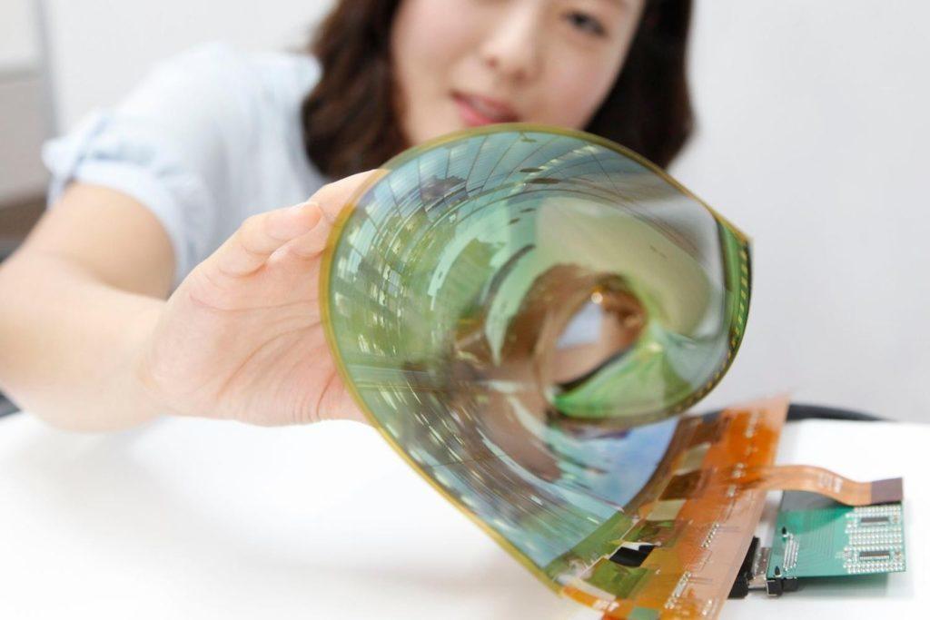 Ohebný OLED displej