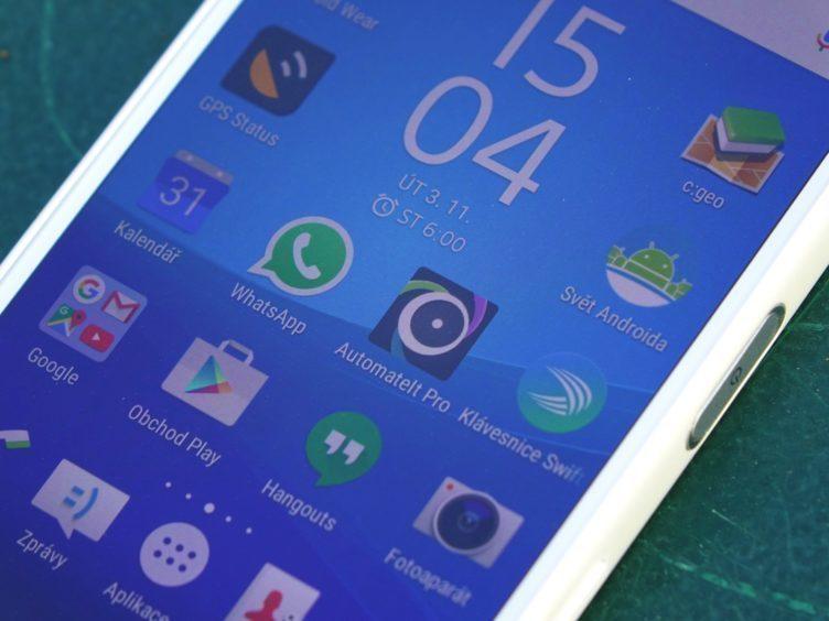 Sony Xperia Z5 Compact - displej, jemnost