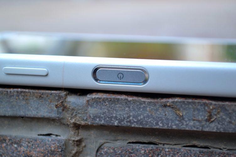 Sony Xperia Z5 Compact - konstrukce, čtečka