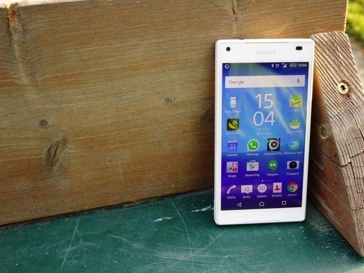 Sony Xperia Z5 Compact - konstrukce, přední strana