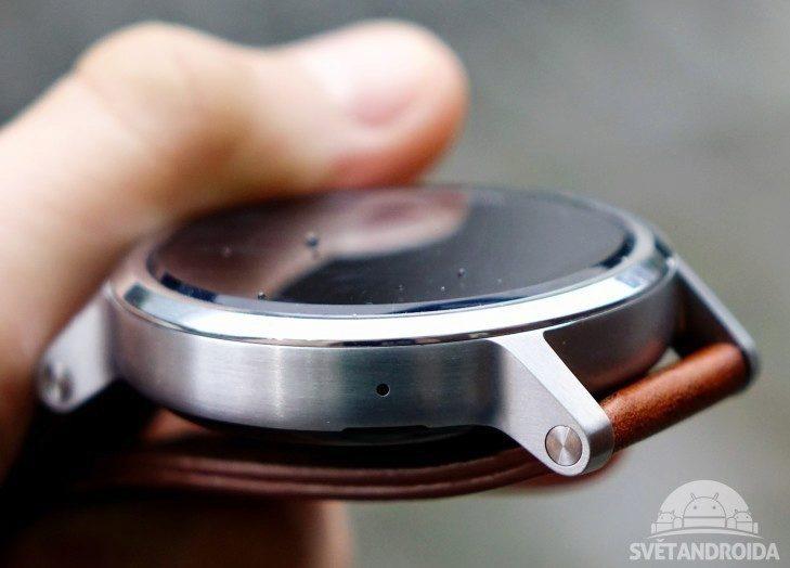 Motorola Moto 360 (2015) - konstrukce, uchycení pásku