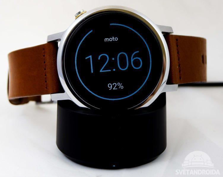 Motorola Moto 360 (2015) -nabíjecí kolébka