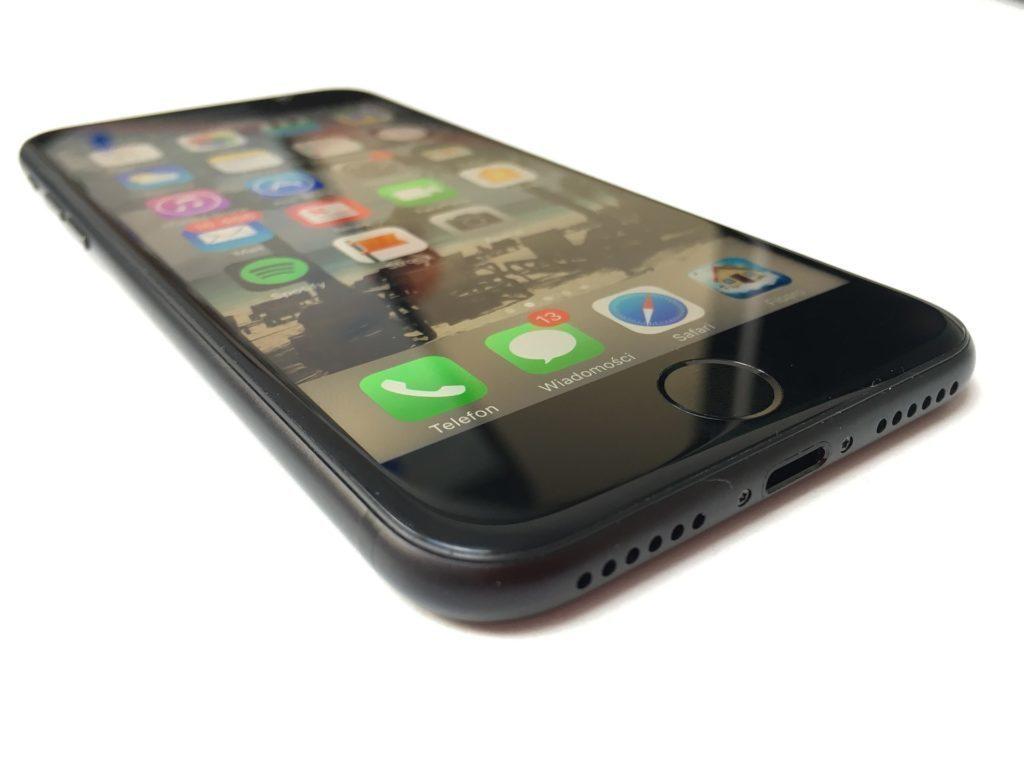 Na iPhonu 7 je sice tlačítko Domů stále přítomné, ale není mechanické