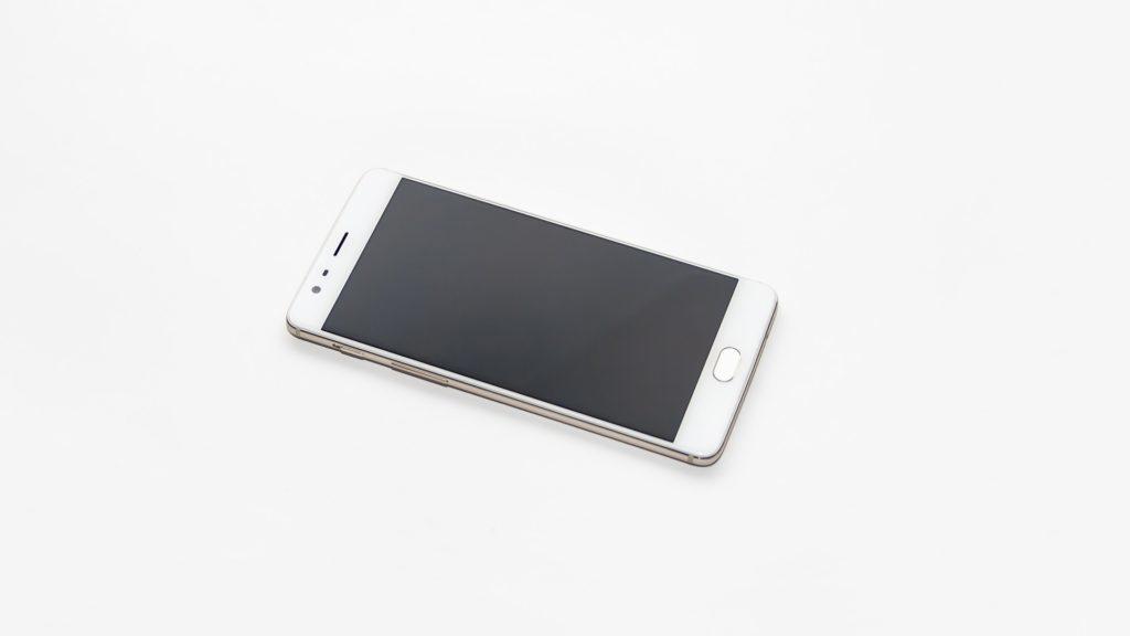 OnePlus má kapacitní tlačítko