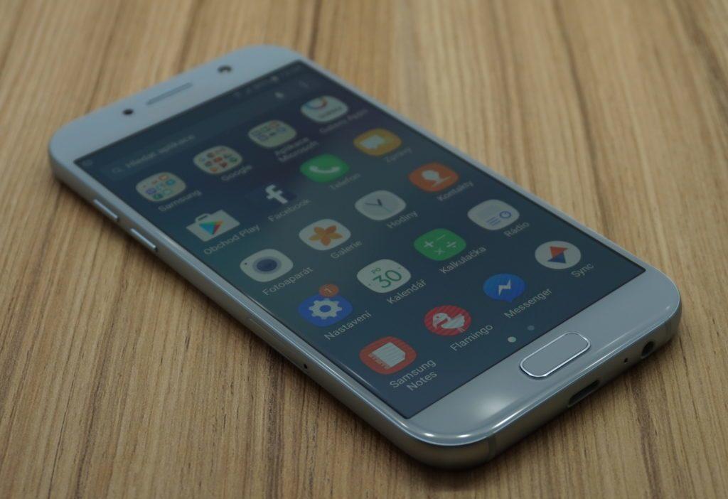 Galaxy A5 (2017) zapnuty displej