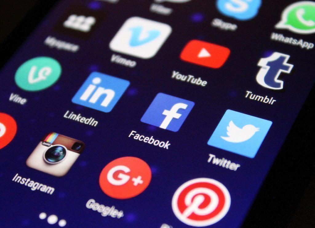 Facebook či Messenger vysává baterii více než obvykle? Pomůže restart!