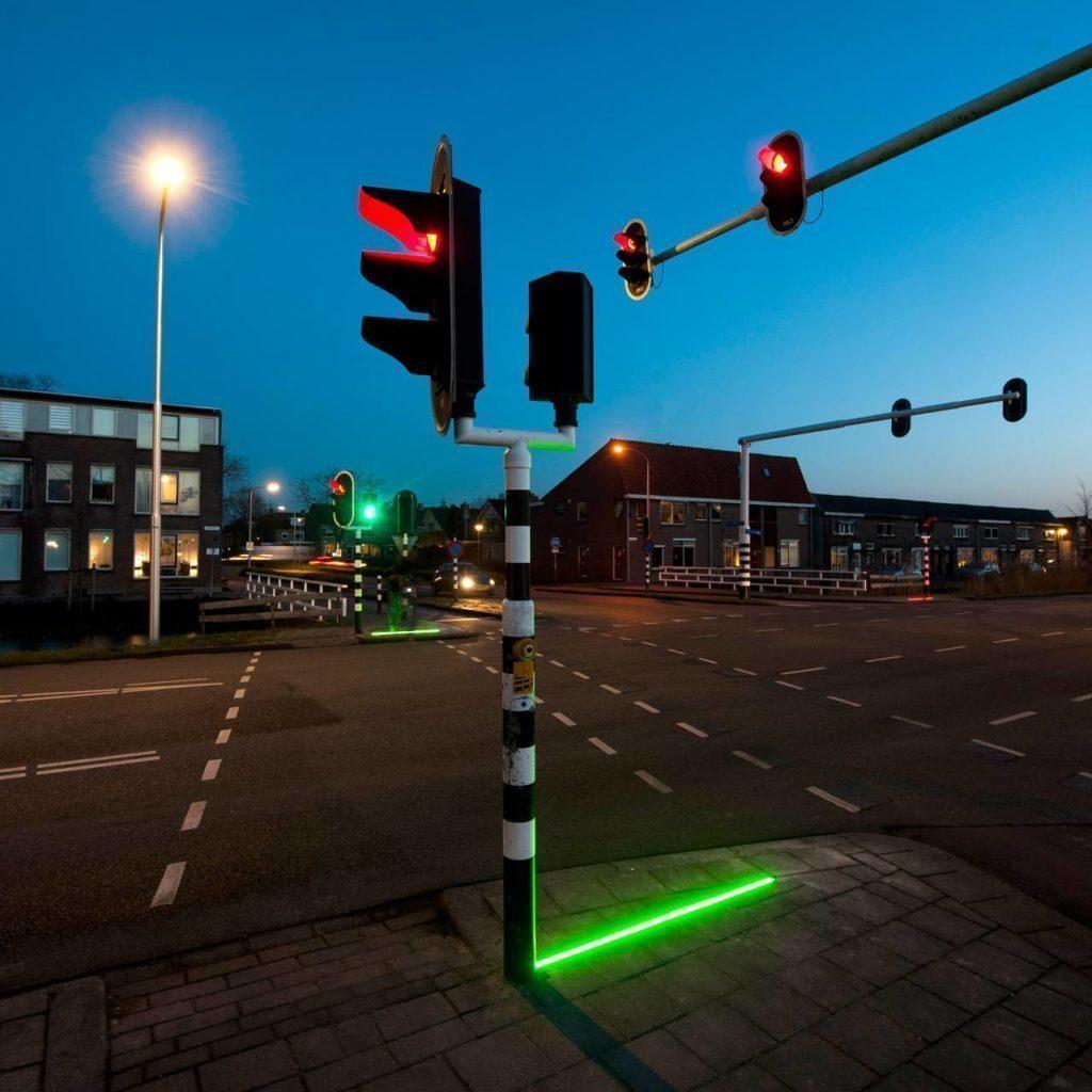 Semafor doplněný LED páskem