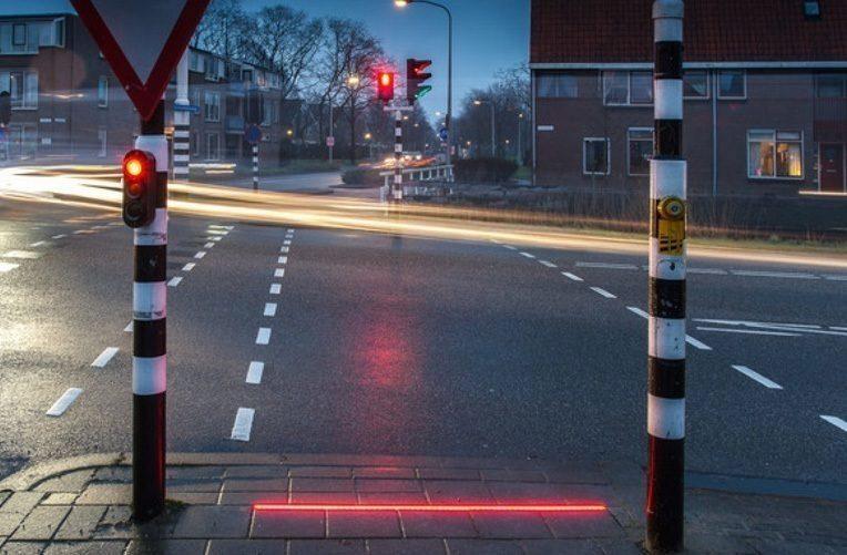 semafory-chodce-zahledene-mobilu-ico