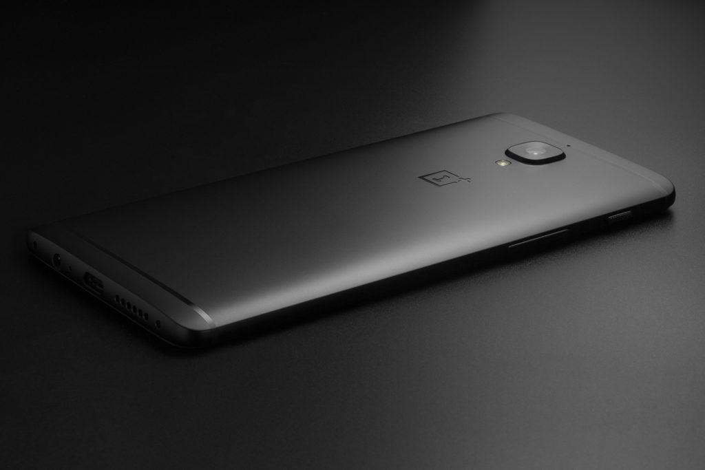 Telefon OnePlus 3T přichází v černé limitované edici Midnight Black