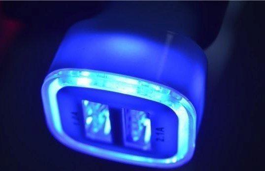 Nabíječka do auta - LED světlo