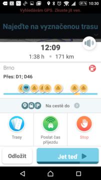 Chytrá navigace Waze ukazuje situaci