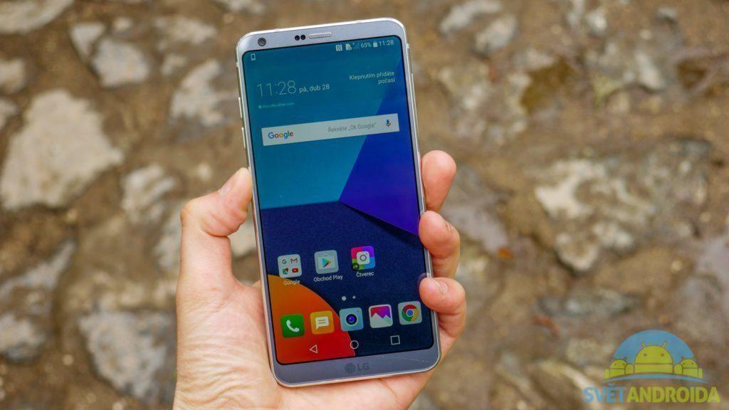 LG G6-konstrukce-v-ruce-3