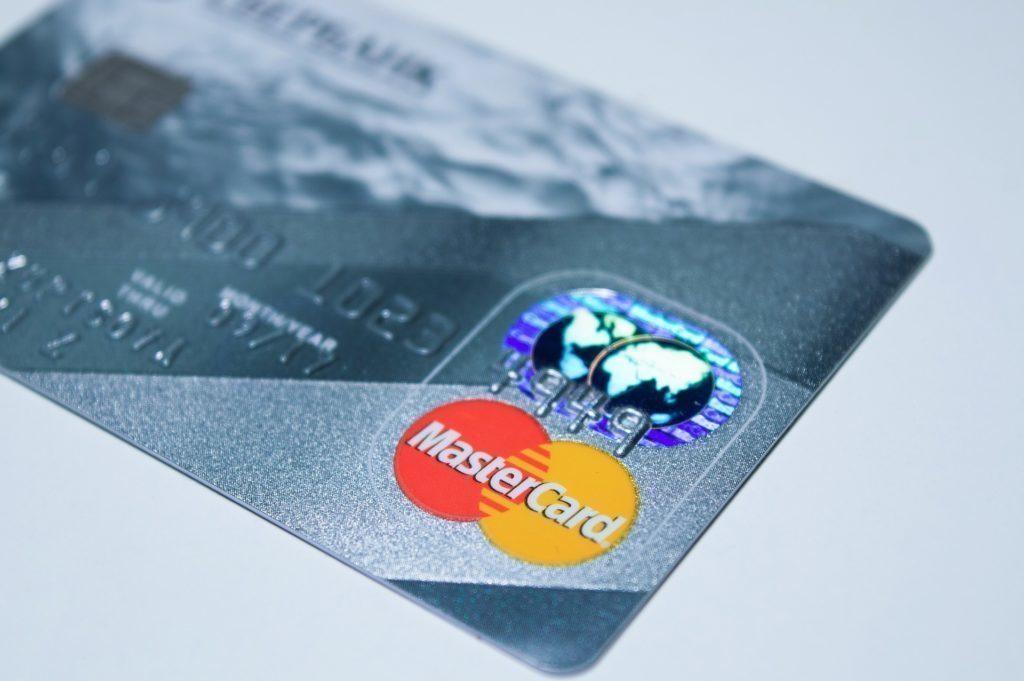 K nákupům budete potřebovat platební kartu