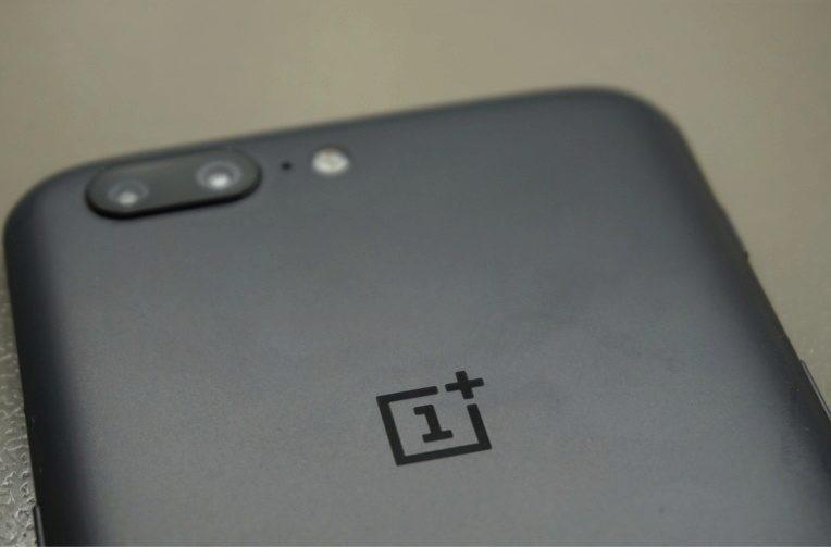 Ke kritice OnePlus 5 aktualizace