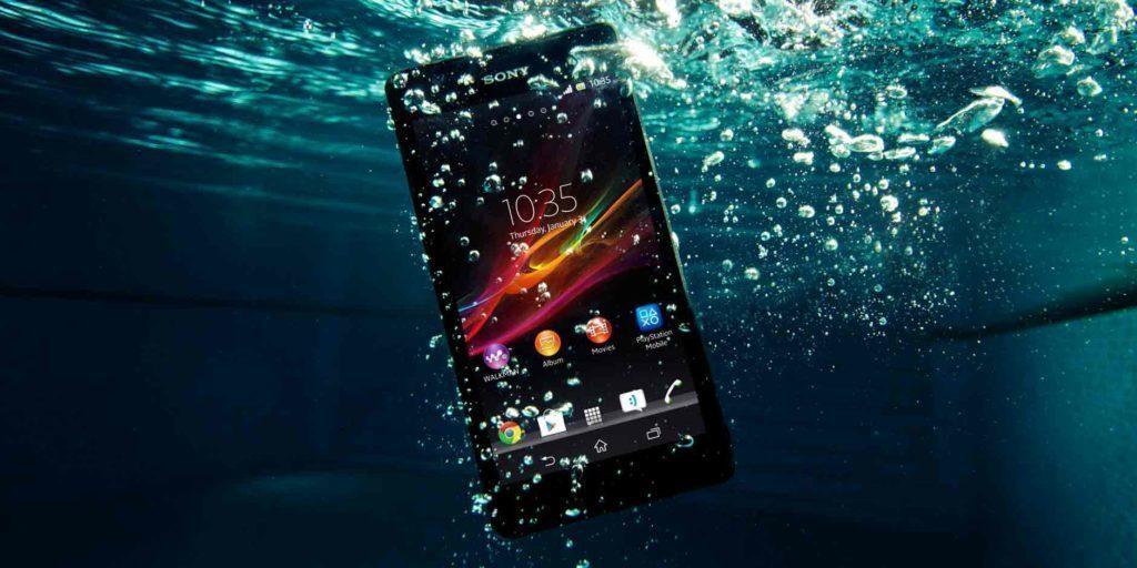 Telefon se stupněm krytí 7 a vyšší lze ponořit do vody