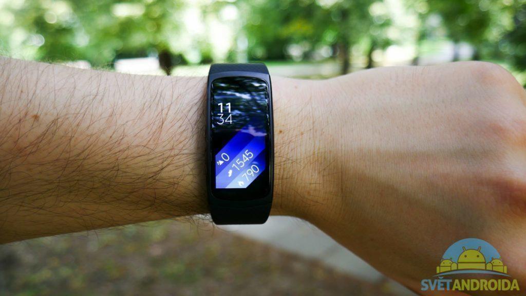 Samsung Gear Fit 2 - displej, ciferník