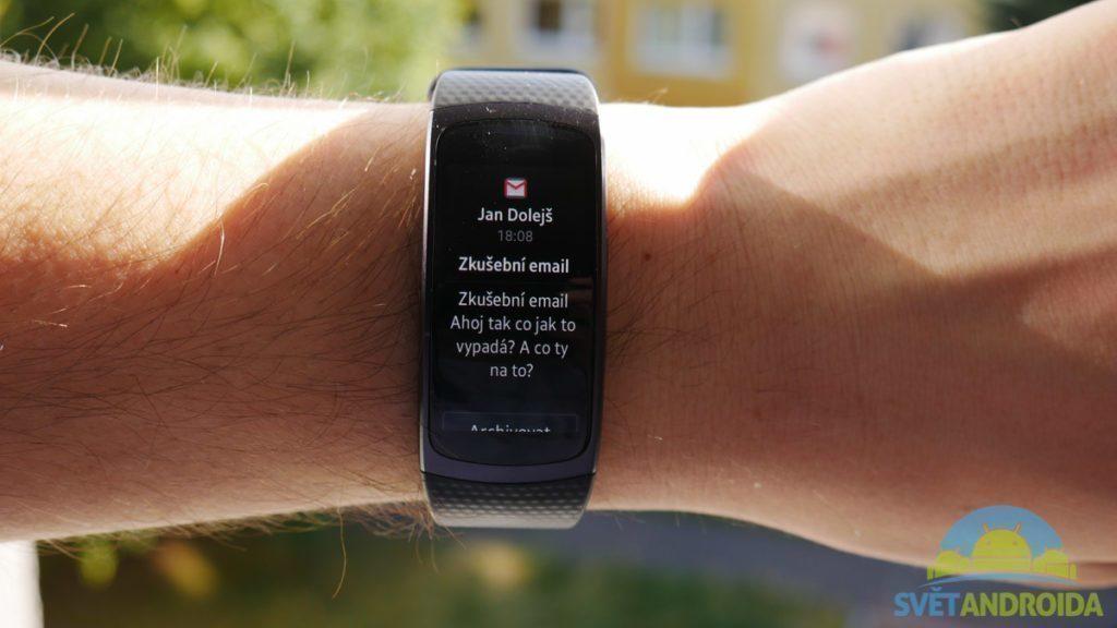 Samsung Gear Fit 2 - displej, notifikace -2