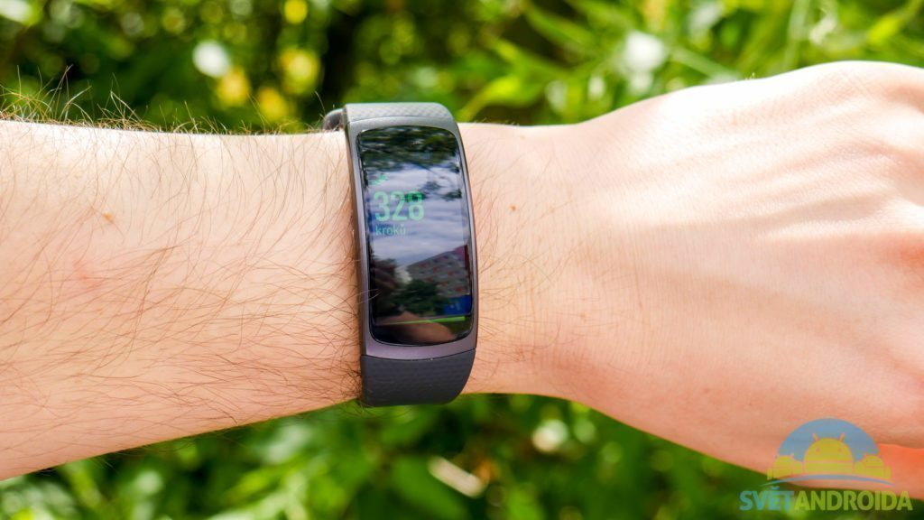 Samsung Gear Fit 2 - konstrukce, displej, čitelnost
