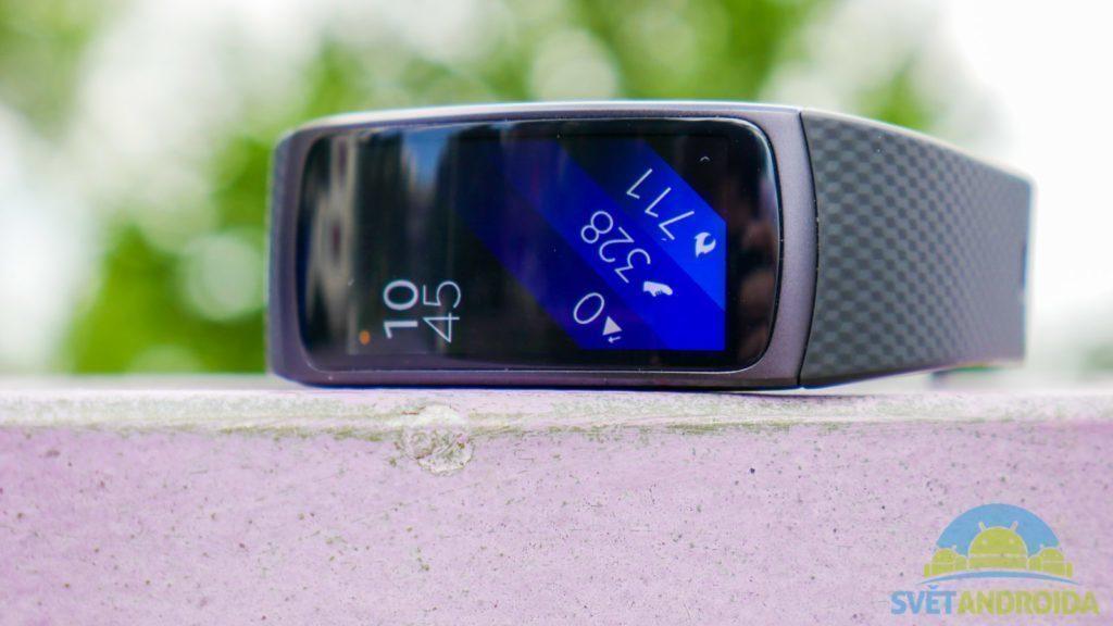 Samsung Gear Fit 2 - konstrukce, pohled zepředu