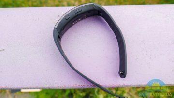 Samsung Gear Fit 2 -konstrukce, rozepnutý