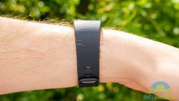 Samsung Gear Fit 2 -konstrukce, z boku