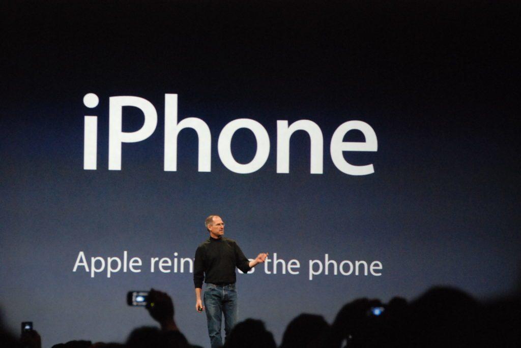Steve Jobs představuje první telefon iPhone (Autor: Blake Patterson)