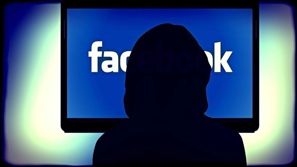 facebook-strezi-soukromi-smrt
