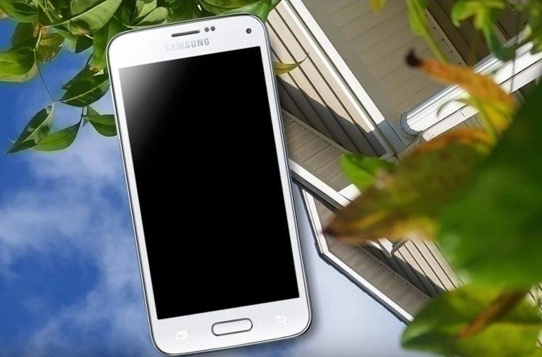 telefon-galaxy-s5-prezil-pad-odolnost-samsung