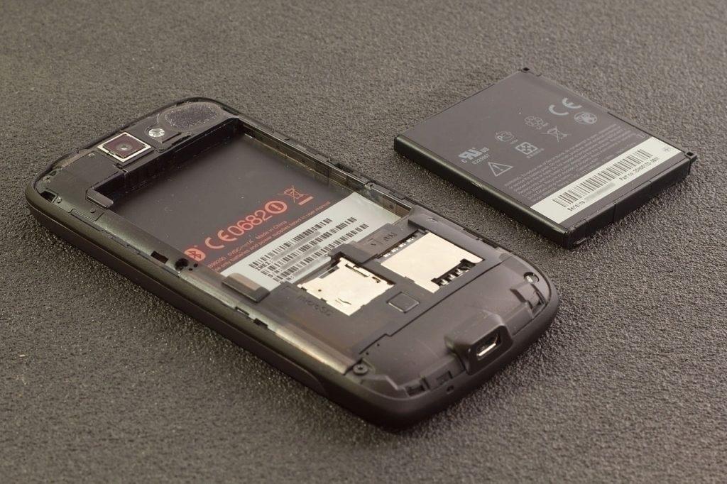 utopeny-telefon-baterka-vlhkost