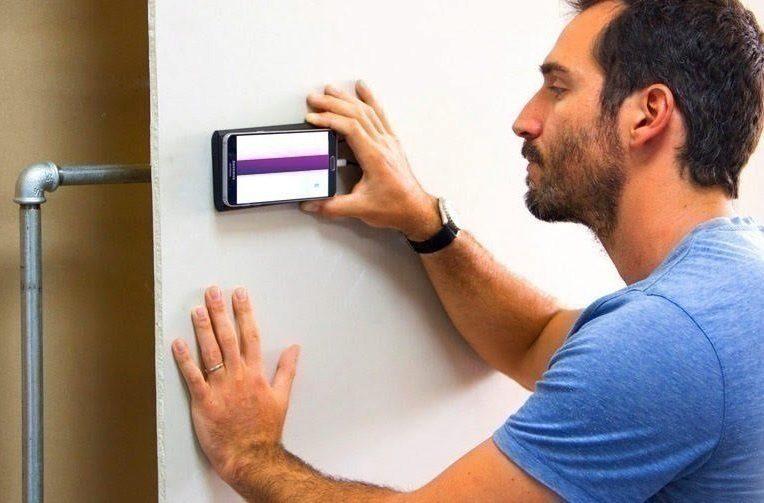 Walabot je gadget, který připojíte k telefonu, a ukáže vám, co se ve zdi skrývá.