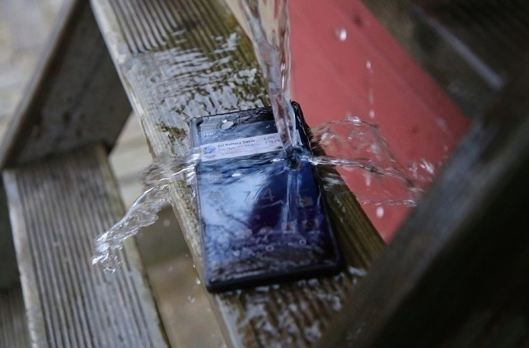 """Xperia nebyla """"vodotěsná"""", majitelé mohou dostat náhrady."""