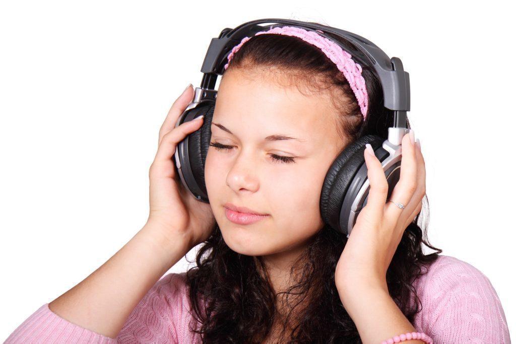 Posloucháte hudbu z mobilu?
