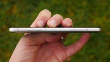 Recenze LG Q6-konstrukce-bok