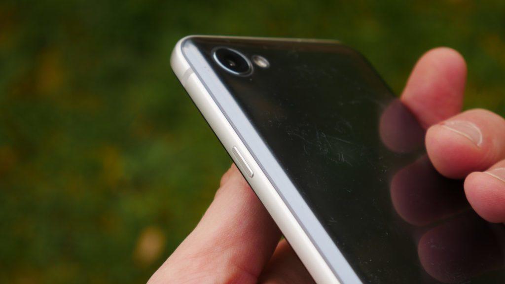Recenze LG Q6-konstrukce-tlacitka