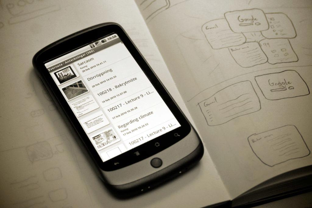 První Nexus One byl posledním telefonem Google s podporou paměťových karet